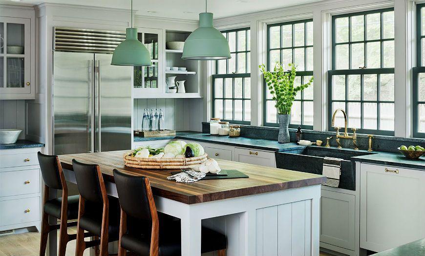 белая кухня с зеленым