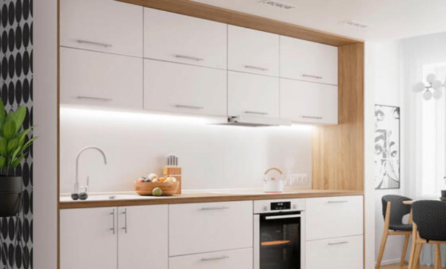 белая матовая кухня с деревянной столешницей