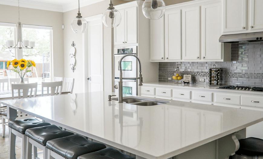 белый матовый фасад для кухни