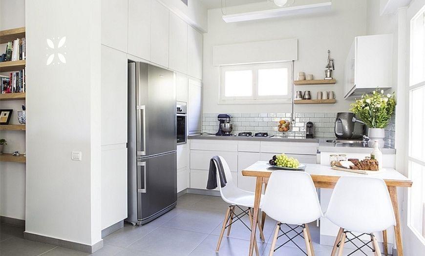 Кухня квартиры-студии в свтлых тоннах.