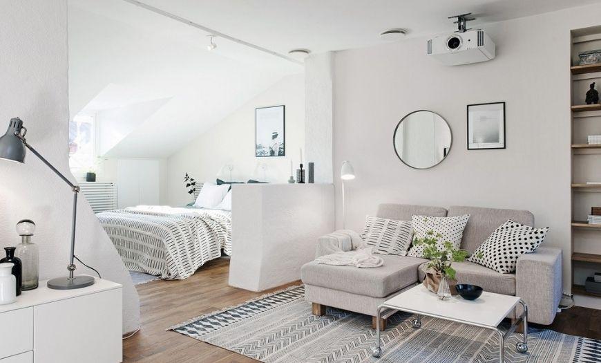 Гостиная в квартире-студии в светлых тоннах