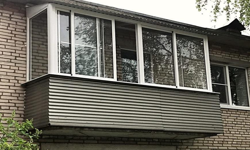 Обшивка балкона-профнастил