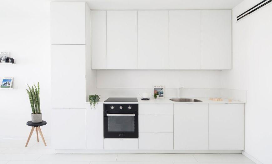 Небольшая кухня в стиле минимализм.