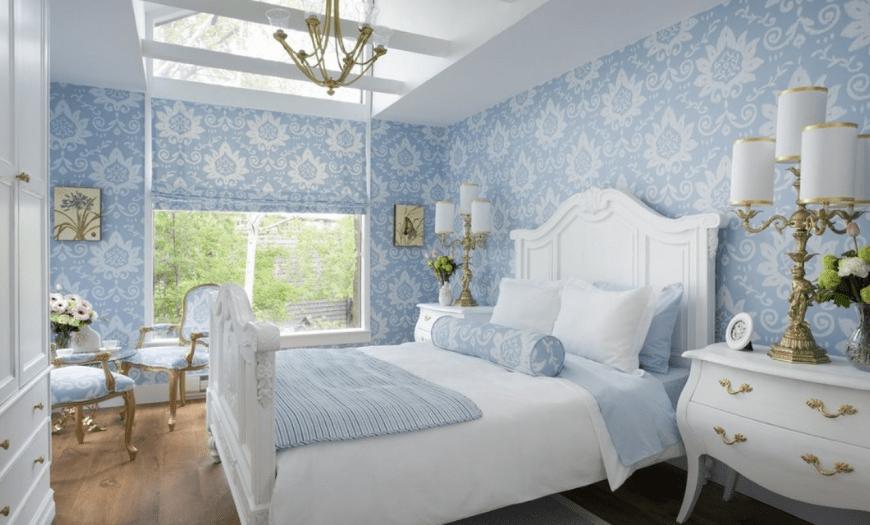 голубая спальня цвет обоев