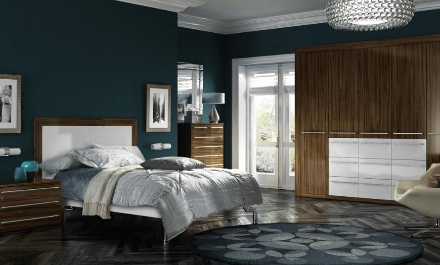 спальня со светлой мебелью