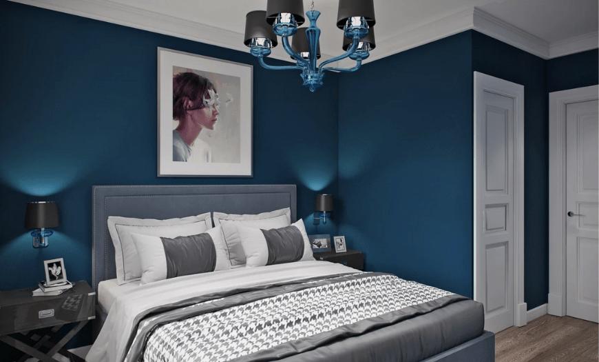 спальня в синем цвете обоев