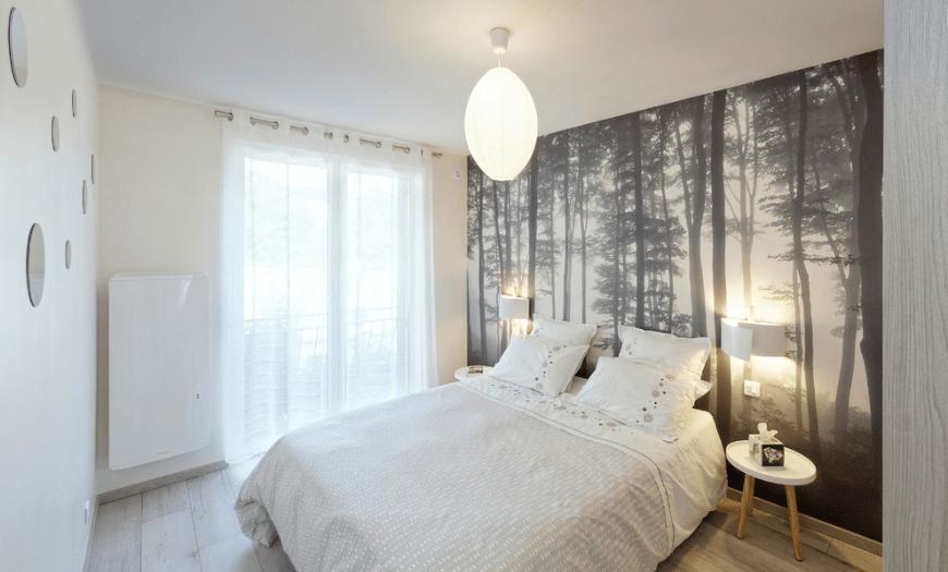 решение в спальне с использованием фотообоев