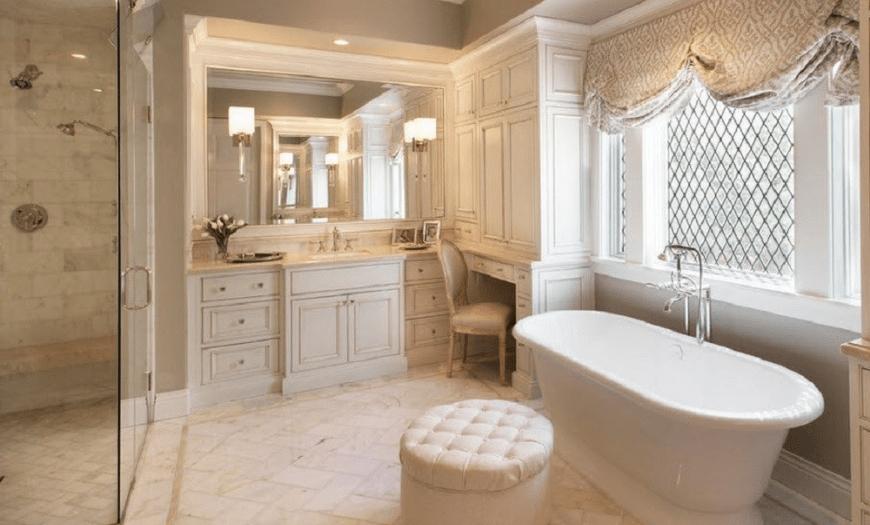 Классический интерьер совмещенной ванной