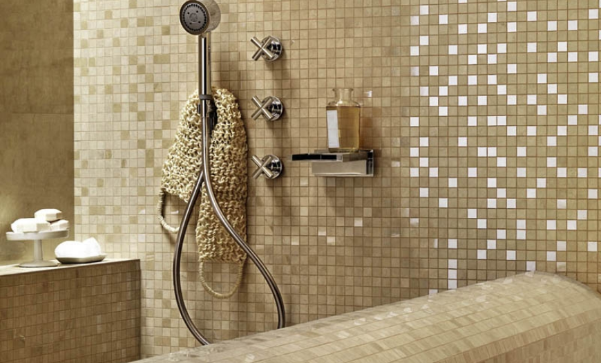 мозайка на стенах в ванной