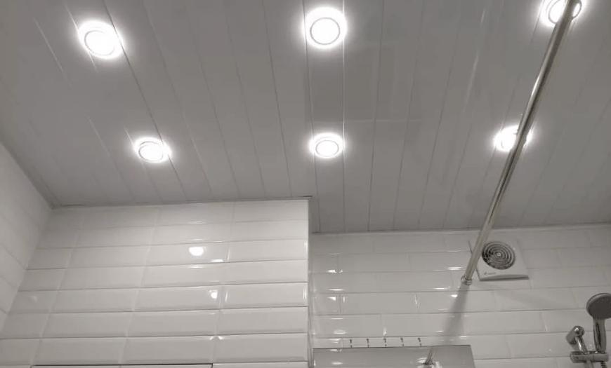 потолок в санузле