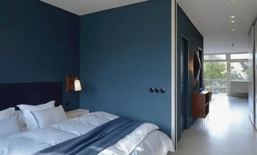 встроенная спальня для маленькой комнаты фото