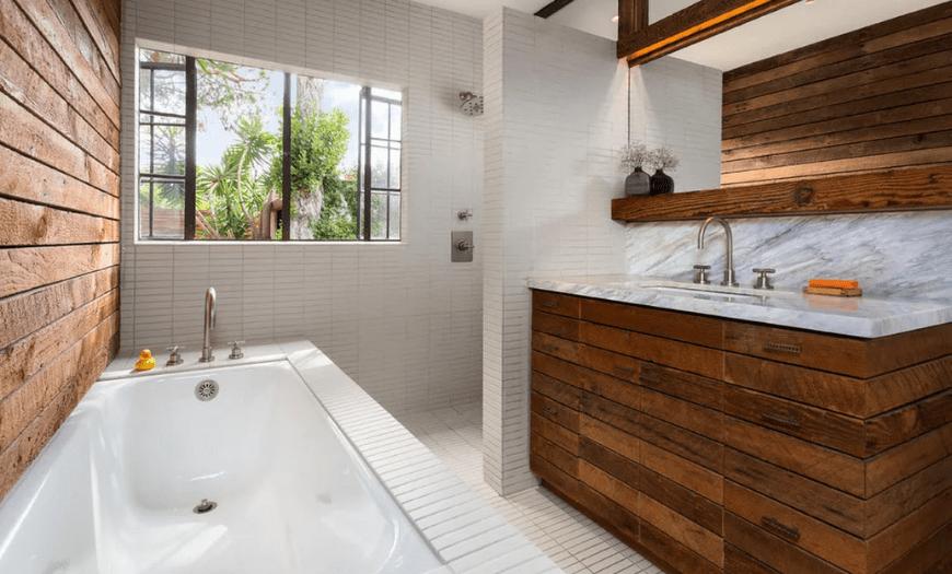 Дерево в дизайне ванной комнаты