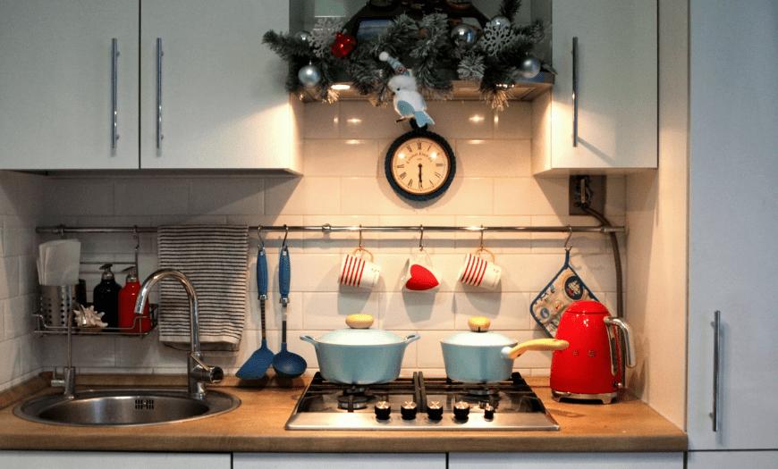 Как украсить квартиру к Новому 2022: актуальные советы и креативные идеи