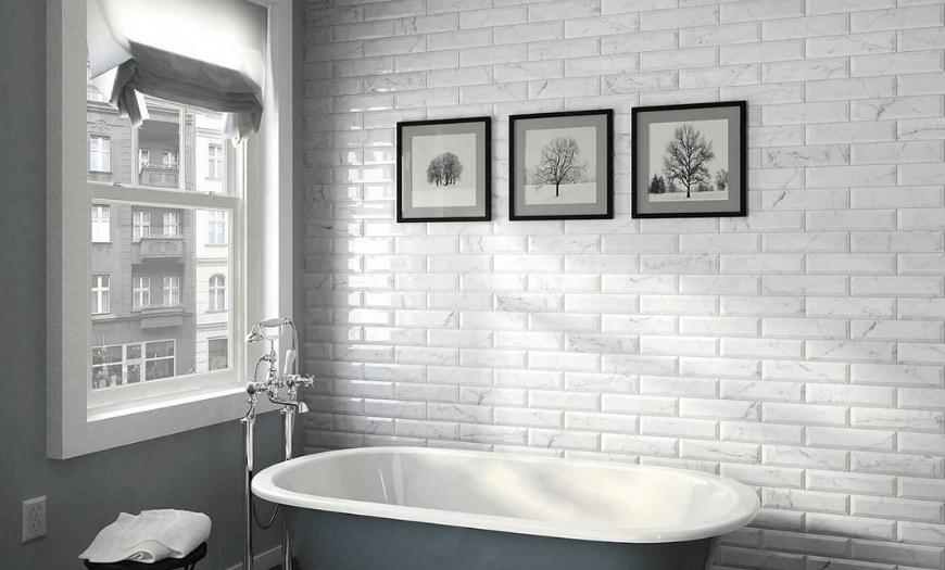 белая плитка в дизайне ванной