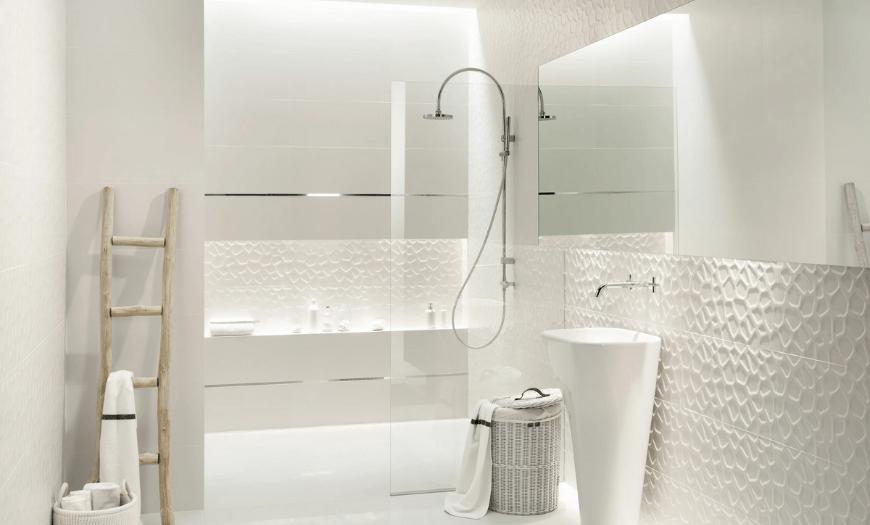 отделка ванной белой плиткой